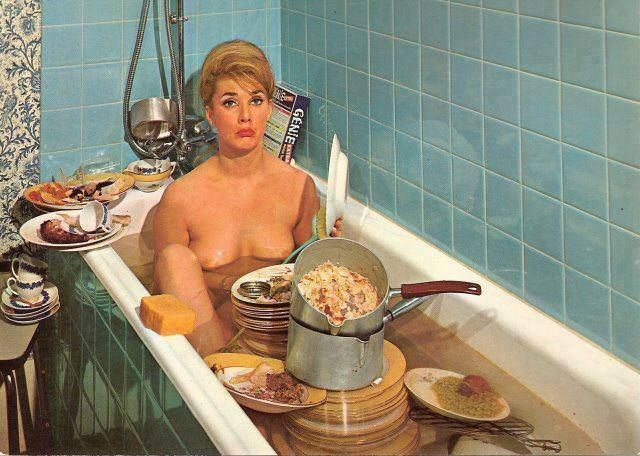 retro-housewife-saving-water